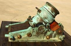 Il vecchio cannone alla fortificazione in st Augustine Florida ha girato il verde con l'età fotografia stock libera da diritti