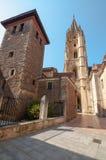 Il vecchio centro città di Oviedo e la cattedrale santa del salvatore si elevano Immagine Stock Libera da Diritti