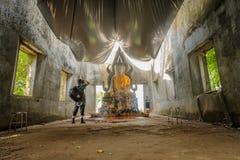 il vecchio corridoio antico di vihara ha lasciato nella foresta per cento anni Immagini Stock Libere da Diritti