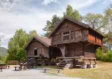 Il vecchio deposito tradizionale di Stabbur del norvegese alloggia Telemark Norvegia S Fotografie Stock Libere da Diritti
