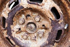 Il vecchio disco dell'automobile arrugginisce nessuno fondo immagini stock libere da diritti