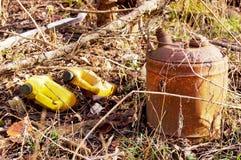 Il vecchio gas può ed immondizia Fotografia Stock Libera da Diritti