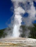 Il vecchio geyser fedele in Yellowstone Immagine Stock Libera da Diritti