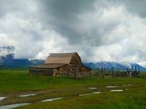 Il vecchio granaio di legno Fotografie Stock Libere da Diritti