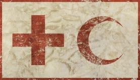 Il vecchio lerciume ha sbiadito la bandiera della croce rossa e della mezzaluna Immagini Stock Libere da Diritti
