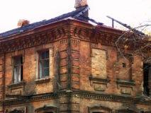 Il vecchio mattone ha distrutto la casa bruciata immagini stock libere da diritti