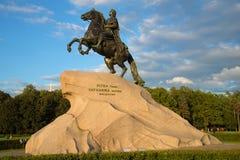 Il vecchio monumento a Peter le grande - cavallerizzo bronzeo 1782 St Petersburg, Russia Fotografia Stock Libera da Diritti