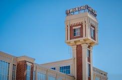 Il vecchio mulino del vapore della torre ha trasformato all'affare ed al centro sanitario Immagine Stock