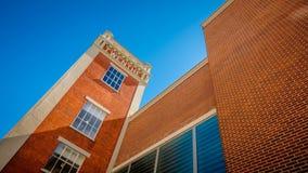 Il vecchio mulino del vapore della torre ha trasformato all'affare ed al centro sanitario Fotografia Stock Libera da Diritti