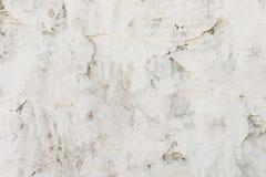 Il vecchio muro di cemento è dipinto con pittura bianca, fondo fotografia stock libera da diritti