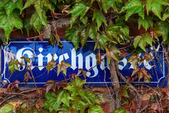 Il vecchio nome della via firma dentro Bedburg l'alt-Kaster, Germania Fotografia Stock