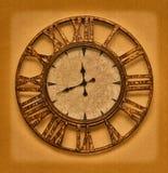 Il vecchio orologio sui precedenti di lerciume. Tempo fermato illustrazione di stock