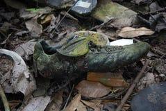 Il vecchio perno era stato lasciato sulla terra fotografie stock