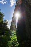 Il vecchio ponte storico Stanczyk concreto, Mazury, Polonia di railwai Fotografia Stock