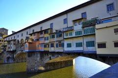 Il vecchio ponticello nella città di Firenze, Italia   Immagini Stock