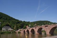 Il vecchio ponticello sopra il fiume il Neckar a Heidelberg Immagini Stock Libere da Diritti
