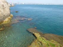 Il vecchio porto della città di San Giovanni d'Acri sul mar Mediterraneo in Israele fotografia stock