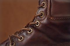 Il vecchio primo piano marrone di cuoio del colpo dei laccetti e delle scarpe Fotografia Stock Libera da Diritti