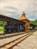 Il vecchio treno è pronto a andare fotografie stock