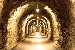Il vecchio tunnel si è acceso scarsamente nelle alpi svizzere Immagine Stock Libera da Diritti
