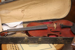 Il vecchio violino fotografie stock libere da diritti