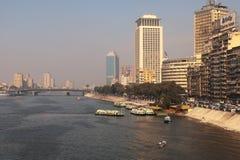 Il veiw del Nilo a Cairo, ponticello del 6 ottobre Immagini Stock