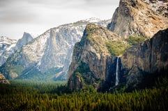 Il velo nuziale cade in parco nazionale di Yosemite fotografie stock libere da diritti