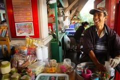 Il venditore del gelato fotografia stock libera da diritti