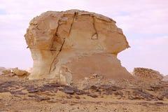 Il vento ed il sole hanno modellato le sculture dei calcari in deserto bianco, Egitto immagine stock libera da diritti