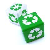 il verde 3d ricicla i dadi Fotografia Stock