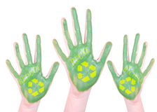 Il verde dipinto ricicla le mani Fotografie Stock Libere da Diritti