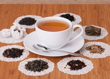 Il verde, il nero e la frutta allentano il tè Immagini Stock