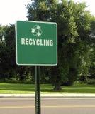 Il verde ricicla il segno concentrare Immagini Stock Libere da Diritti
