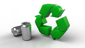Il verde ricicla il simbolo e le latte isolati su bianco Immagini Stock