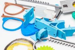 Il verde sottile 3D ha stampato gli oggetti vicino su con gli strati visibili di plastica che è sostenibile Immagini Stock