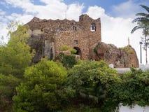 Il vergine della chiesa della roccia a Mijas una di villaggi 'bianchi' più bei dell'area del sud della Spagna ha chiamato Andalus Immagini Stock