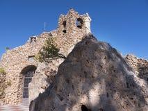 Il vergine della chiesa della roccia in Mijasone di villaggi 'bianchi' più bei dell'area del sud della Spagna ha chiamato Andalus Fotografie Stock Libere da Diritti