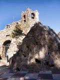 Il vergine della chiesa della roccia in Mijasone di villaggi 'bianchi' più bei dell'area del sud della Spagna ha chiamato Andalus Immagine Stock
