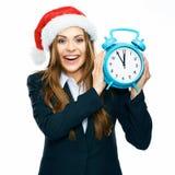 Il vestito sorridente del nero della donna di affari vestito tiene l'orologio Santa Chr Immagini Stock Libere da Diritti