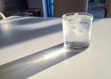 Il vetro colding fotografia stock libera da diritti