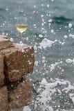 Il vetro di vino dentro spruzza Immagine Stock Libera da Diritti