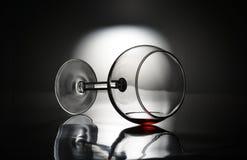 Il vetro di vino si è capovolto sopra Fotografie Stock Libere da Diritti