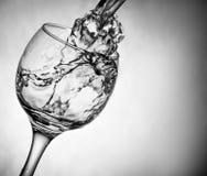 Il vetro piacevole con acqua spruzza Fotografia Stock