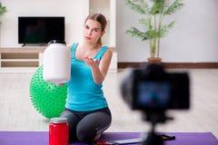 Il video della registrazione di blogger di sport per vlog Fotografia Stock