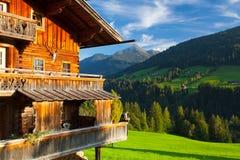 Il villaggio alpino di Alpbach e del Alpbachtal, Austria Immagini Stock