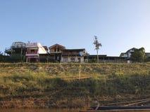 Il villaggio della riva del fiume del Mekong fotografie stock