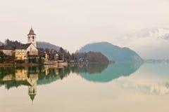 Il villaggio della st Wolfgang sul lago Wolfgangsee in alpi austriache Immagini Stock Libere da Diritti