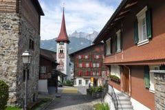 Il villaggio di Burglen sulle alpi svizzere Immagine Stock Libera da Diritti