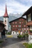Il villaggio di Burglen sulle alpi svizzere Fotografia Stock