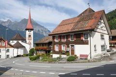 Il villaggio di Burglen sulle alpi svizzere Fotografie Stock Libere da Diritti